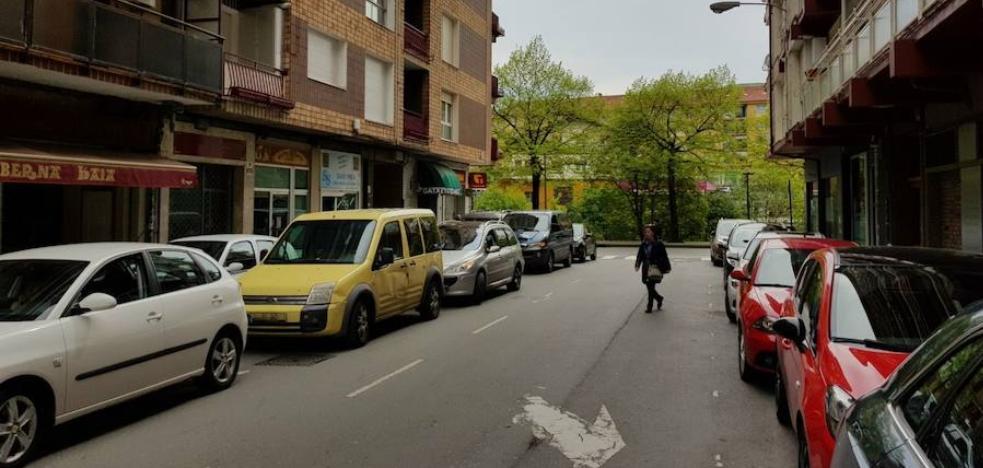 Llodio reduce las denuncias pero se mantienen los malos usos a la hora de aparcar