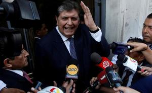 El expresidente peruano Alan García se suicida cuando iba a ser detenido