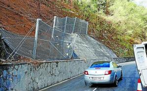 Reabierto el tráfico por el vial de Arane, tras quedar estabilizada la ladera caída