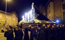 Ecuatorianos de Virgen del Cisne logran que la procesión del Silencio alce el vuelo
