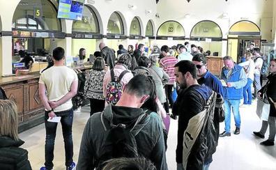 Los alaveses triplican el voto por correo al coincidir las elecciones con San Prudencio