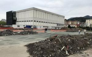 El desvío de canalizaciones retrasa la apertura de las piscinas exteriores de Muskiz