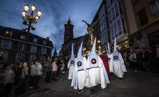 La solemnidad de la procesión del Santo Entierro toma el centro de Vitoria