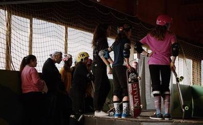 Las chicas también dominan el arte del 'skate'