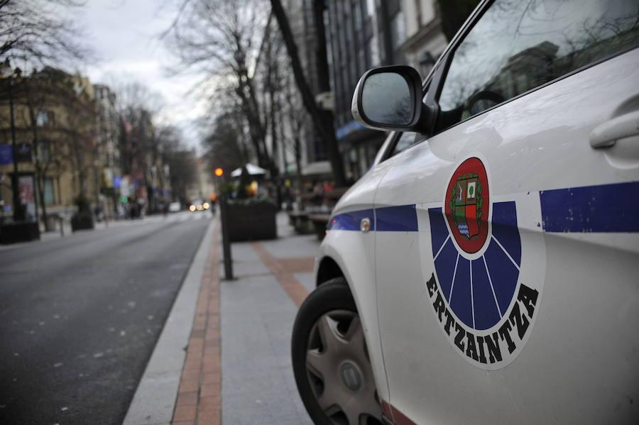 Dos detenidos por fracturar el pómulo a un hombre que blandía una porra en Bilbao