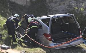 Muere una mujer de 41 años de Mungia al salirse su vehículo en la A-1 en Álava