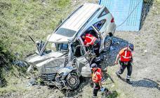 Muere una mujer de 41 años al salirse su vehículo en un accidente en la A-1 en Júndiz