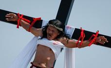 Filipinas revive la crucifixión de Cristo