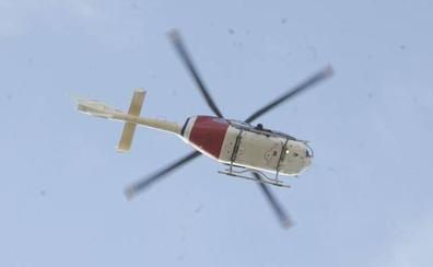 Un helicóptero de la Ertzaintza rescata a una mujer accidentada en una pista forestal en Amurrio