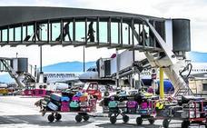 Los trabajadores de 'handling' del aeropuerto de Loiu desconvocan la huelga