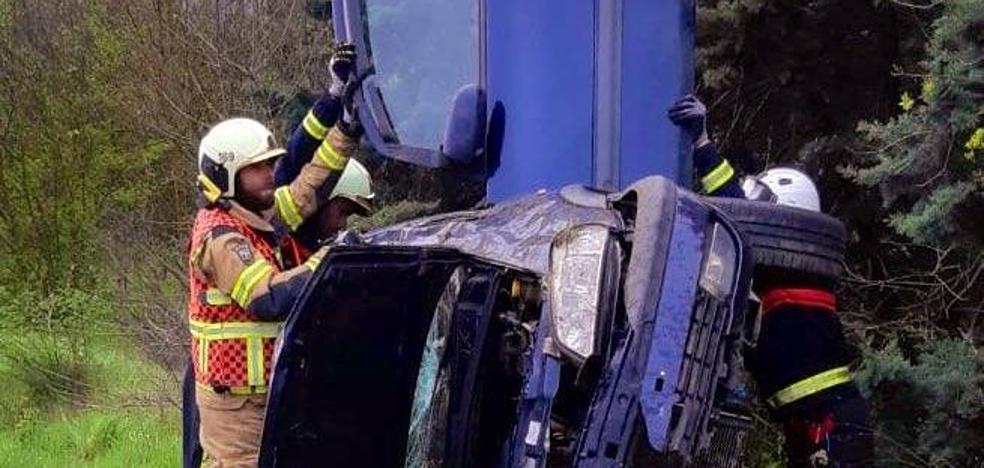 Dos heridos tras volcar su coche cerca de Berantevilla