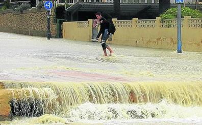 Miles de vascos, atrapados por el peor temporal de Levante en 50 años