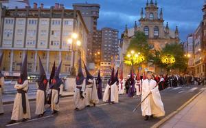 Las cofradías «están contentas» con cómo ha tratado el tiempo a la Semana Santa bilbaína