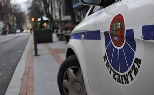Detenido en Vitoria por agredir a su pareja, que pidió ayuda a gritos desde la ventana de su piso