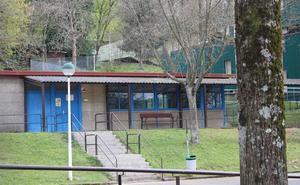 Llodio reformará el patio cubierto de la zona infantil del colegio Latiorro