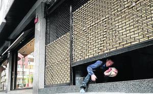 El cierre de la histórica Archi deja a Bilbao sin zapaterías 'de toda la vida'