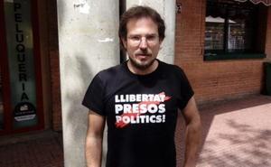 Primer expulsado del juicio del procés por lucir una camiseta pidiendo la libertad de los presos