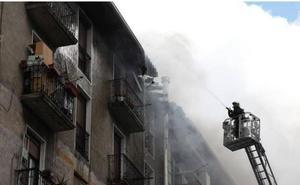 Gran susto en Ordizia por un incendio en un tejado avivado por el viento
