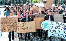 Protesta en Bilbao contra la destrucción del planeta