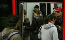 Retrasos en el metro por la avería de un tren en Santutxu