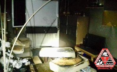 Cuatro personas atendidas por inhalación de humo tras declararse un incendio en un piso de Vitoria