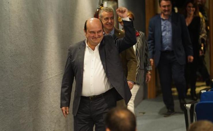 El PNV gana las elecciones con holgura en Euskadi