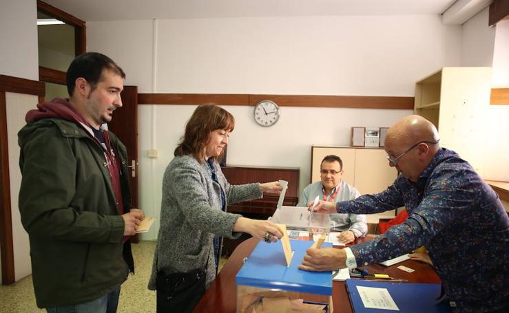 Las imágenes de la jornada electoral en Bizkaia