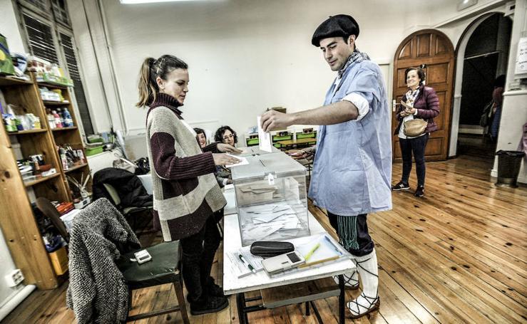 La jornada electoral en Vitoria en imagenes