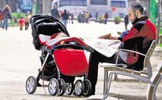 Las prestaciones por paternidad en Euskadi aumentaron un 5% hasta marzo