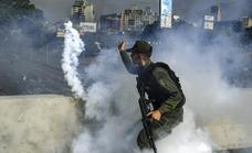 Maduro da por derrotada «la escaramuza golpista» y dice que el Ejército está de su lado