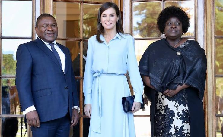 Los looks de la reina Letizia en su viaje a Mozambique