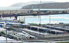 El muro y la presión policial frenan los saltos de inmigrantes ilegales para colarse en el ferry de Santurtzi