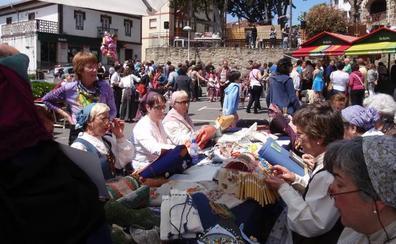Los artesanos de la comarca lucen sus creaciones en Ibarrangelu