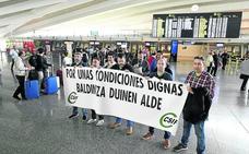 Loiu pierde 10.000 euros al día y sufre retrasos recurrentes por la huelga de 'fingers'