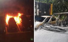 Aparecen calcinados tres vehículos en Zorroza