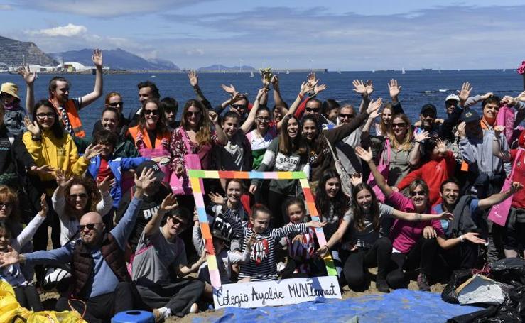 Campaña de limpieza en la playa de Arrigunaga