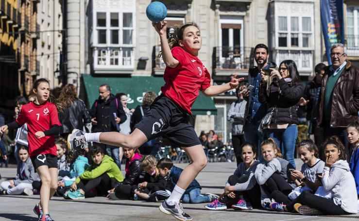 El deporte femenino toma Vitoria