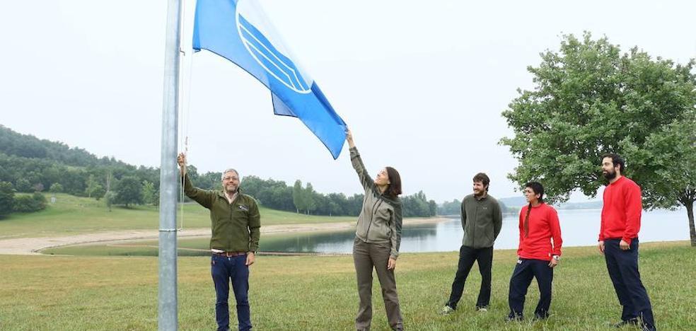 Las playas de los embalses del Zadorra renuevan su bandera azul