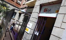 Más de un centenar de personas sale de las listas del paro empujadas por la contratación en Servicios