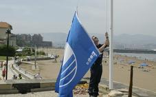 La bandera azul volverá a ondear este año en dos playas vizcaínas
