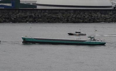 Llega al Puerto de Bilbao el carguero de 80 metros encallado dos veces entre Getaria y Zumaia