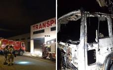Varios camiones dañados por un incendio en un pabellón del polígono de Laguardia