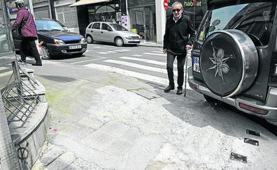 La «paralización» en la reforma de una calle de Deusto desespera a los vecinos