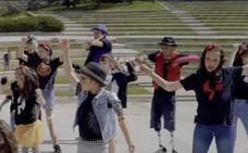 El emotivo baile de niños con prótesis al son de Michael Jackson