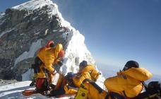 Nepal vuelve a medir el Everest