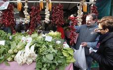 El 'Baserri Eguna' echa raíces en Markina con diez puestos y degustación de carne con label