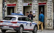 Dos atracadores se llevan 50.000 euros a punta de pistola de una sucursal en Salvatierra