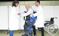 Aurelio cumple su sueño a los 90 años: volver a andar