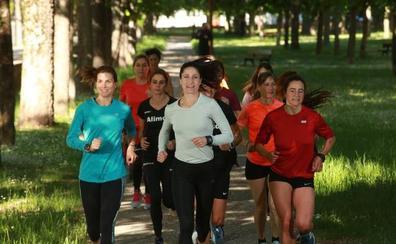 Las corredoras vitorianas, 'sincronizadas' con Elena Loyo