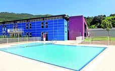 El arreglo de la cubierta deja sin piscina en verano a Etxebarri